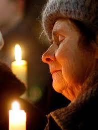 Resultado de imagem para elderly praying