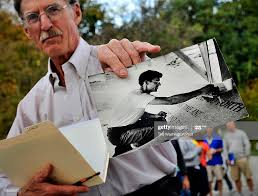 Master stone mason John Everett Benson, who did the original words in...  News Photo - Getty Images