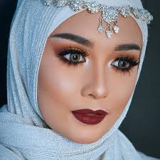 loking for nice arbian eyes makeup with hjab