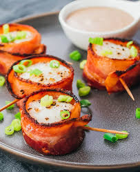 easy bacon wrapped scallops with balsamic mayo sauce