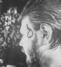 рискнул сделать татуировку на лице