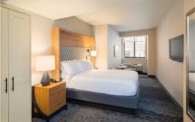 Holiday Inn New York City Wall Street One Double Bed Guest Room
