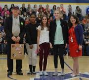 Students share notes of thanks to veterans - Mattoon Community Unit School  District 2