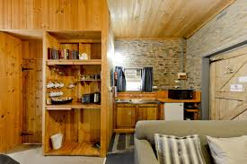cottage office. The Pay Office Cottage Offers One Queen Size Bed With An Ensuite Bathroom, Kitchenette Facilities, Air Conditioning And A Lounge Area Open Fireplace I