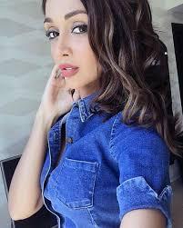 iranian makeup artist flees to dubai after organisation targets insram selfies
