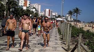 Brezilya'da akılalmaz görüntü… Ülke salgından kırılırken onlar plaja koştu  - Son dakika dünya haberleri