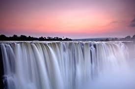 It drops between 90m and 107m into the zambezi gorge and an average of 550,000 cubic metres of water. Best Time Of Year To Visit Victoria Falls Kimkim