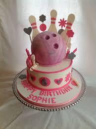 Bowling Pin Cake Decorations Pink bowling cake Torтeɴ zυ вeѕoɴdereɴ Aɴlα̈ѕѕeɴ Pinterest 34