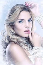 氷の女王若い冬と女性との完璧なメイク真珠のブレスレットやネックレス