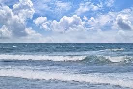 夏の海と寄せる波の写真素材を無料ダウンロード Beiz Images