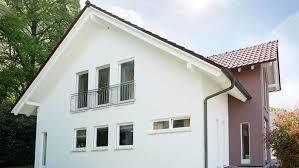 Fingerhut Einfamilienhaus Braunes Satteldach Weiß Verputzt Teilweise