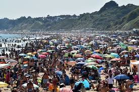 Clean and tidy, bournemouth beach features a long stretch of sand lapped by gentle blue waves. Did Bournemouth Beach Crowds Spread Coronavirus Bbc News