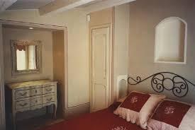 Pareti Bordeaux Immagini : Camera da letto bordeaux foto di