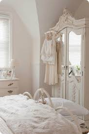 white shabby chic bedroom photo - 7