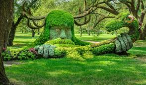 a sculpture in the montreal botanical gardens