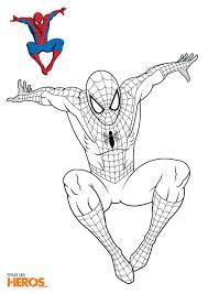 Coloriage Spiderman En Train De Sauter Sur Son Ennemi Decoration