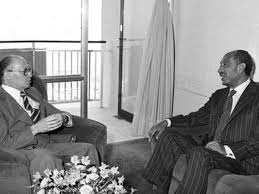40 عاما على اتفاقية السلام.. 12 صورة للسادات وبيجن