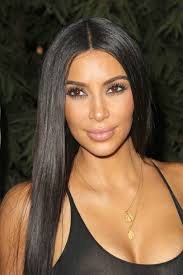 another day another sleek style this makeup look is one of her boldest lately too loving the slightly smoky eyes