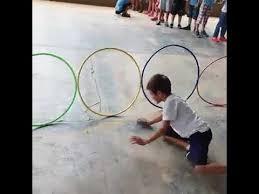 Los juegos recreativos son actividades de variado carácter que lleva a cabo un individuo o un grupo de personas con el objetivo de divertirse, entretenerse y disfrutar de la actividad misma. Juegos Recreativos Para Ninos Del 1er Grado Youtube