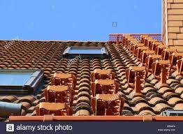 Passende dachneigung für ziegel wählen. Dach Treppen Stockfotografie Alamy