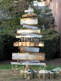 outdoor pallet christmas tree. pallet christmas tree. outdoor decorating ideaa tree