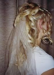 Brautfrisur Halb Offen Und Schleier Kleidung Und