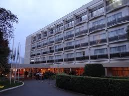 hotel rwanda review essay uni essay hotel rwanda review essay