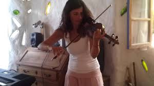 "Berna Jones interpreta ""Delfines"" - YouTube"