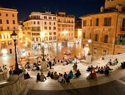 A nightly walk through the atmospheric old town of rome to visit some of its most beautiful sights: Spanische Treppe Rom