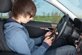 study claims teenagers learn distracted driving habits from mom  featured teens learn bad driving habits from parents