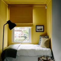 Image In Gabby Deemings Bloomsbury Flat The Bed Takes Up The Width Of The Room The Window Has Linen Halfcurtain Made From Vintage Tablecloth As House Garden Small Room Ideas And Small Space Design Small House Ideas House