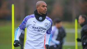'Give him a contract': Manchester City fans react to Fernandinho interview