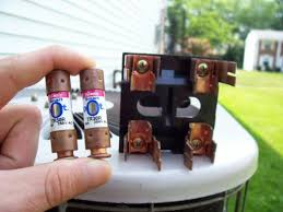 how to replace air conditioning fuses dengarden changing fuses in fuse box here, you see the handle is removed and the fuses have been pulled out