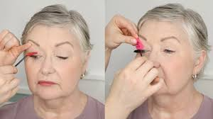 On Short sparse Clients hooded How Mature To Eyelids Mascara Apply 8qxnHwAtv