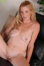 Older blonde porn vids