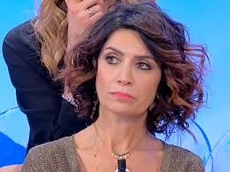 Barbara De Santi la dama del trono over di Uomini e Donne debutta con un  video musicale su Youtube. Ecco il pezzo