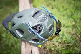 Oakley Helmet Size Chart Review Oakleys Drt5 Helmet Isnt The Lightest But Theres