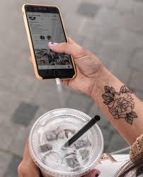 временная татуировка монохромный цветок черно белая