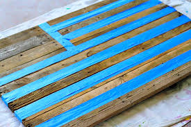 masking with tape reclaimed wood pallet via liblueboo com