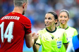 Historique : Stéphanie Frappart va devenir la première femme à arbitrer en  Ligue des Champions - Tout le foot | Walfoot.be