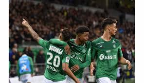 Sitting immediately next to saliba, the player can be seen openly masturbating while using his phone. Football Asse Apres William Saliba Voila Wesley Fofana