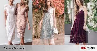 Untuk membuat dress brokat yang cantik hendaknya diberi kain pelapis untuk menutupi kekurangan brokat yang jenisnya menerawang atau tembus pandang. 10 Padu Padan Dress Brokat Untuk Kondangan Feminin Nan Anggun