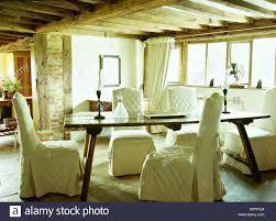 Landhaus Esszimmer Balkendecke Holz Refektorium Tabelle