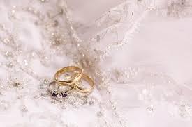 Resultado de imagen para imagenes de anillos de boda y vestidos