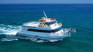 Boat bottom glass snorkelling