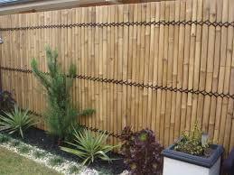 fabulous vertical bamboo bacyard fence ideas mixed with green plants and white tiny stone arrangement also white cube flower pot