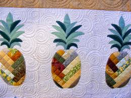 TIA CURTIS QUILTS: A Pineapple quilt & I had a complete blast quilting it. Frankly I love quilting just about any  quilt, but this one was so fun! Adamdwight.com