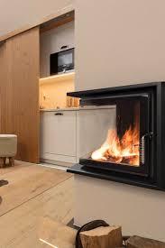 Eine Auszeit Vor Dem Prasselnden Warmen Kachelofenfeuer