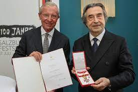 Goldenes Ehrenzeichen an Riccardo Muti verliehen - salzburg.ORF.at