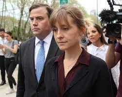 Allison Mack di Smallville condannata a 3 anni di prigione, faceva a parte  di una setta sadomaso